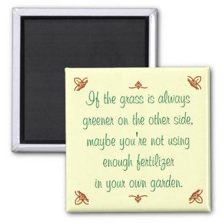 Si la hierba es siempre más verde en el otro lado. imán cuadrado