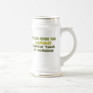 Si la vida le da los limones asaltan jarra de cerveza