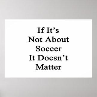 Si no está sobre fútbol no importa póster
