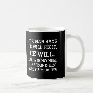 Si un hombre dice él lo fijará taza de café