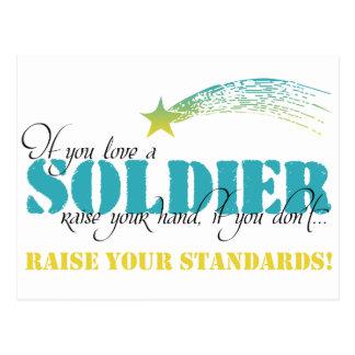 Si usted ama un aumento del soldado su mano tarjetas postales