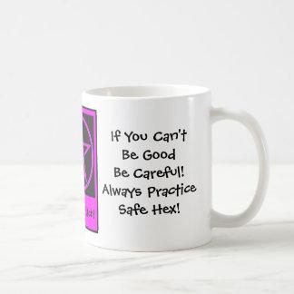 Si usted no puede ser bueno. Taza de café fresca d
