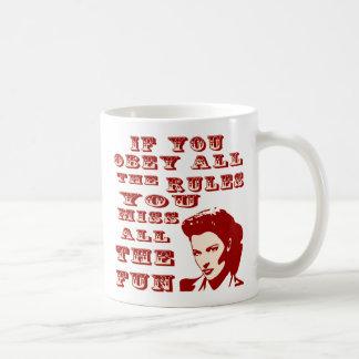 Si usted obedece todas las reglas usted Srta. All Tazas De Café
