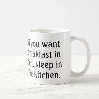 Si usted quiere el desayuno en sueño de la cama en taza básica blanca