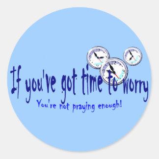 Si usted tiene tiempo para preocuparse… pegatina redonda