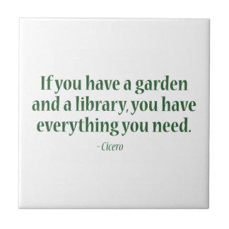 Si usted tiene un jardín y una biblioteca azulejo ceramica
