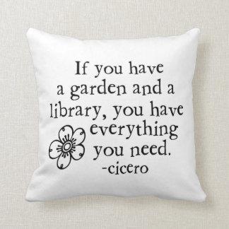 Si usted tiene una almohada de tiro del jardín