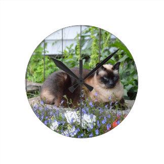 siamese cat flowers round clock