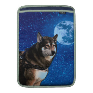 Siberian husky and the Blue Moon Sleeves For MacBook Air