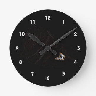 Side butterfly shape with moth pic round wallclocks