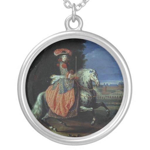 Side-Saddle Spy Necklace de W&W Sun de rey Colgante Redondo