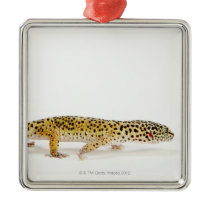 Side view of leopard gecko lizard metal ornament