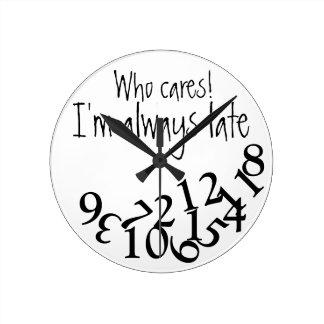 Siempre atrasado divertido reloj de pared