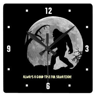 ¡Siempre un buen rato para Squatchin! Reloj Cuadrado