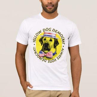 Siempre voto Demócrata - camisa del perro amarillo