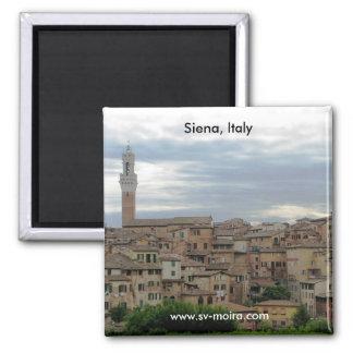 Siena, Italia, torre ayuntamiento en la izquierda Imanes Para Frigoríficos