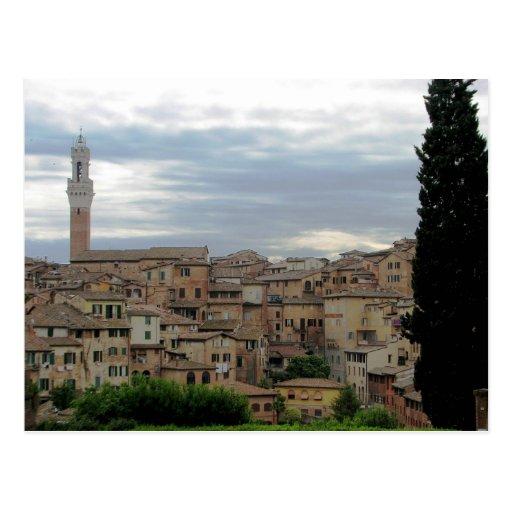Siena, Italia, torre ayuntamiento en la izquierda Postales