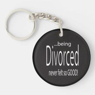 Siendo divorciado nunca sentía tan bueno llavero redondo acrílico a doble cara