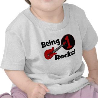¡Siendo rocas 1 El 1r cumpleaños del bebé persona Camisetas
