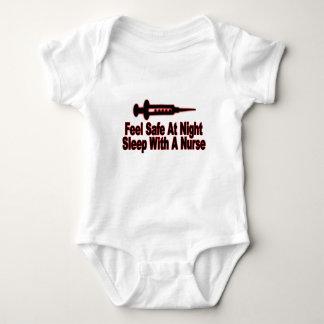 Sienta seguro en la noche, sueño con una enfermera body para bebé