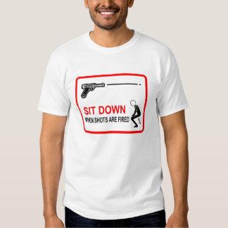 siéntese cuando se encienden los tiros polera