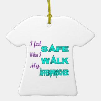 Siento seguro con mi Affenpinscher Adorno De Cerámica En Forma De Camiseta