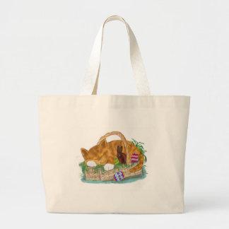 Siesta del gato en una cesta de Pascua Bolsa