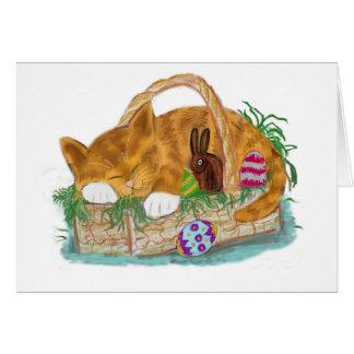 Siesta del gato en una cesta de Pascua Tarjeta De Felicitación