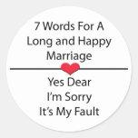 Siete palabras para una boda larga y feliz pegatina redonda