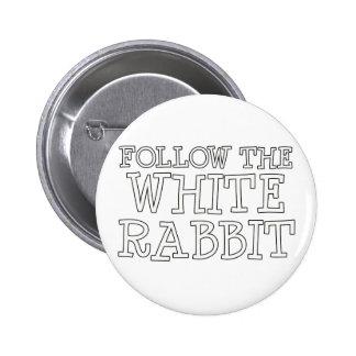 Siga el conejo blanco pin redondo de 2 pulgadas