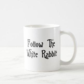 Siga el conejo blanco taza