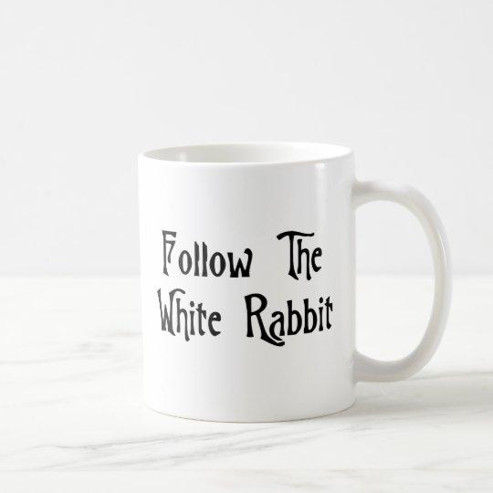 Siga el conejo blanco taza de café