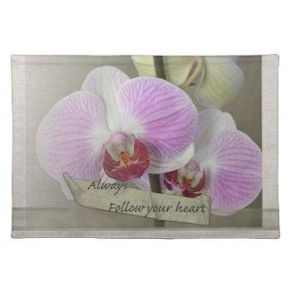 Siga siempre sus orquídeas del corazón manteles individuales