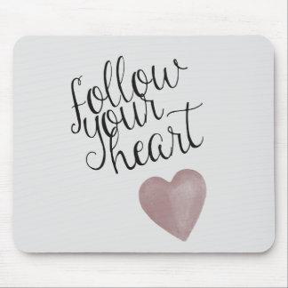 Siga su corazón alfombrillas de raton