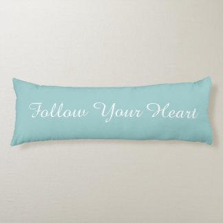Siga su corazón almohada de cuerpo entero