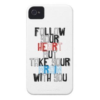 Siga su corazón pero tome su cerebro con usted iPhone 4 Case-Mate carcasa