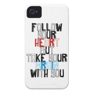 Siga su corazón pero tome su cerebro con usted iPhone 4 Case-Mate cárcasa
