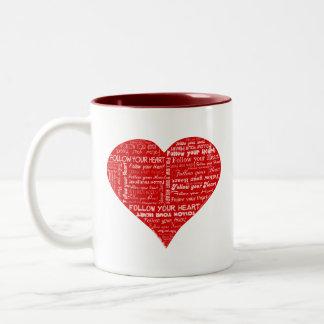 Siga su corazón rojo y blanco del corazón - del am tazas de café