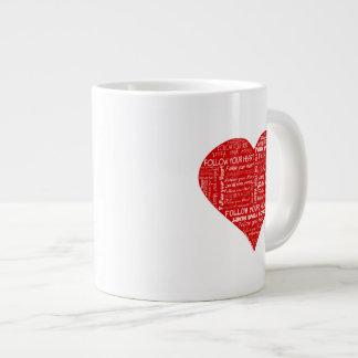 Siga su corazón rojo y blanco del corazón - del am taza grande