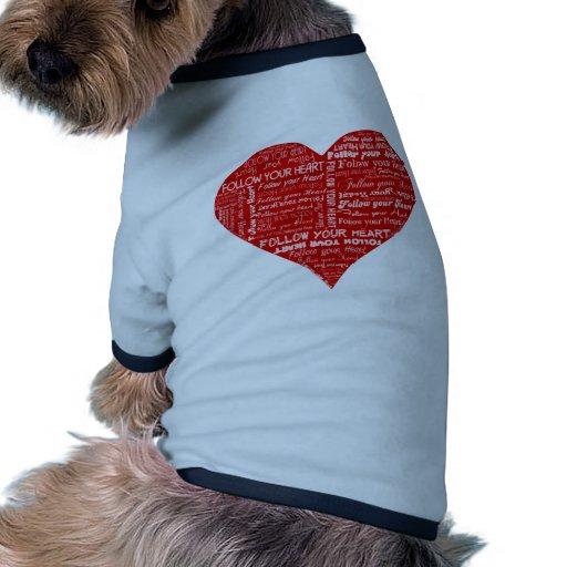 Siga su corazón - rojo y blanco camisas de perritos