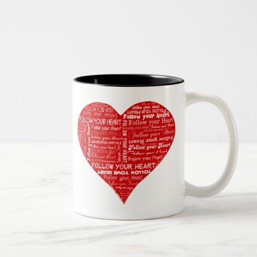 Siga su corazón - rojo y blanco tazas