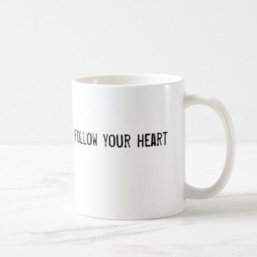 siga su corazón tazas