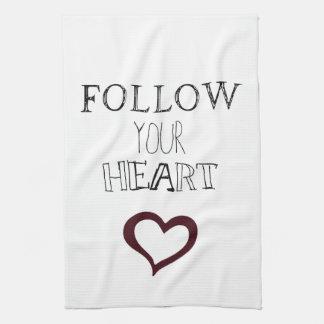 Siga su corazón toalla de cocina