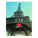 Siga su postal de la torre Eiffel del corazón