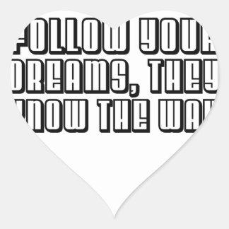 Siga sus sueños que saben el nombre pegatina en forma de corazón