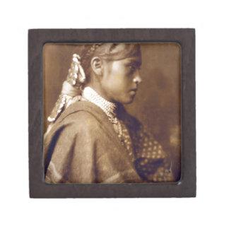 Sigesh (Apache girl) Gift Box