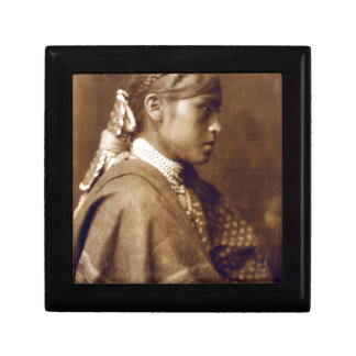 Sigesh (chica de Apache) Caja De Recuerdo