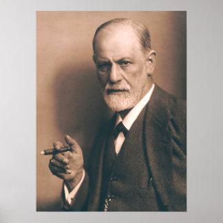 Sigmund Freud con el poster del cigarro