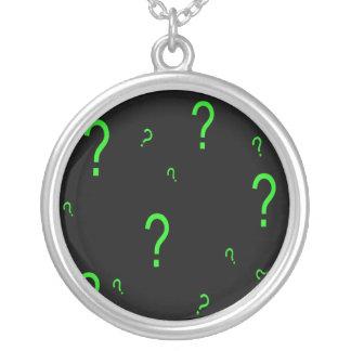 Signo de interrogación verde de neón colgante redondo