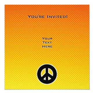 """Signo de la paz amarillo-naranja invitación 5.25"""" x 5.25"""""""